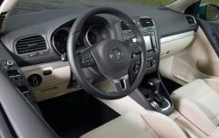 2011 Volkswagen Golf 2.5L 2-Door PZEV interior