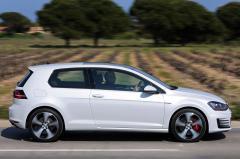 2015 Volkswagen GTI Photo 2