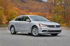 2017 Volkswagen Passat exterior