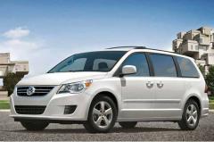 2010 Volkswagen Routan Photo 1