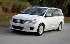 2012 Volkswagen Routan Photo 1