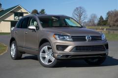 2017 Volkswagen Touareg exterior