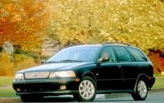2000 Volvo V40 exterior