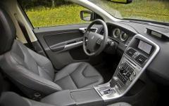 2010 Volvo XC60 interior