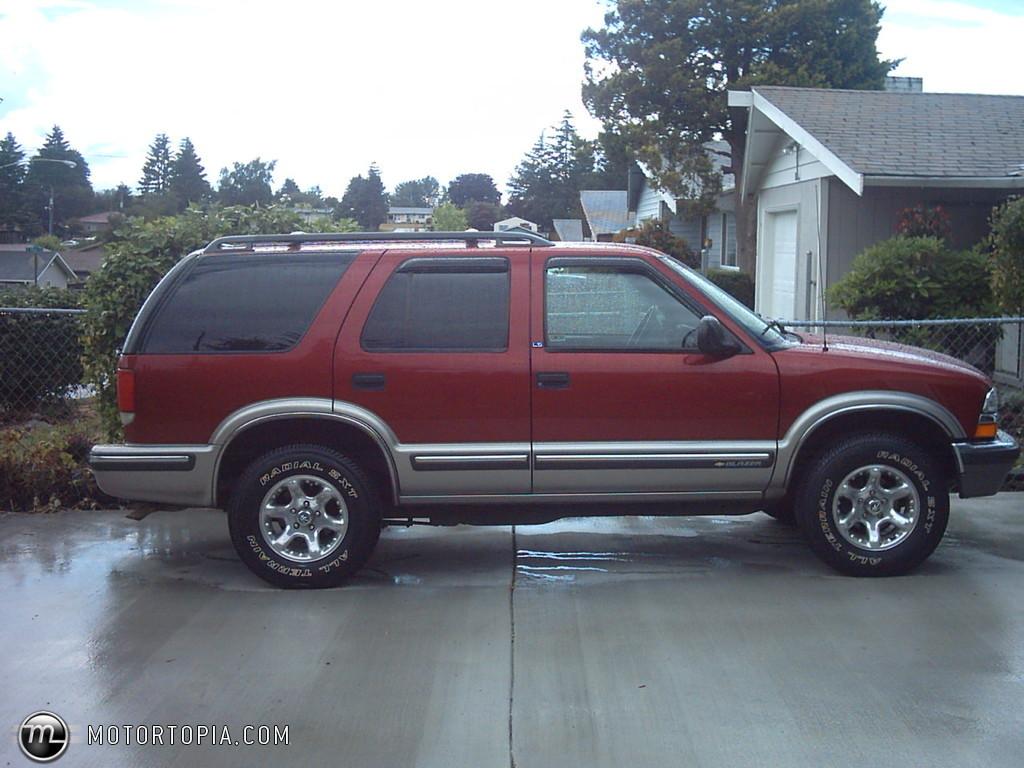 1998 Chevrolet Blazer 2 Door 2wd Photo