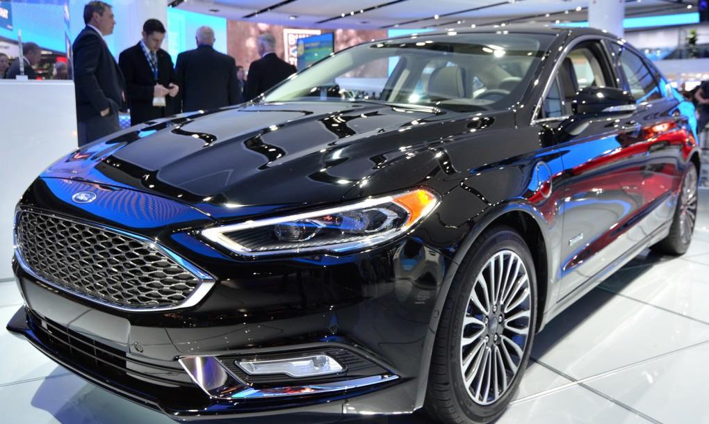 2017 Ford Fusion Hybrid Se Photo 2
