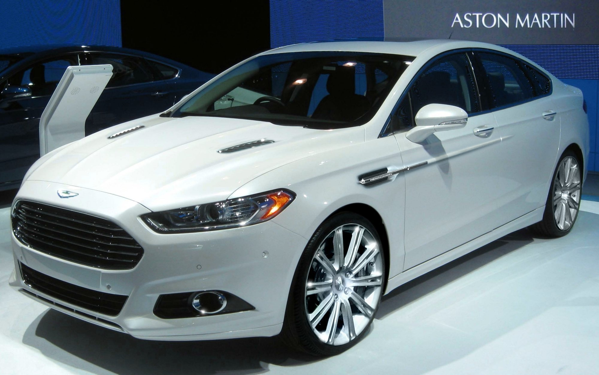 2016 Ford Fusion S Photo 2