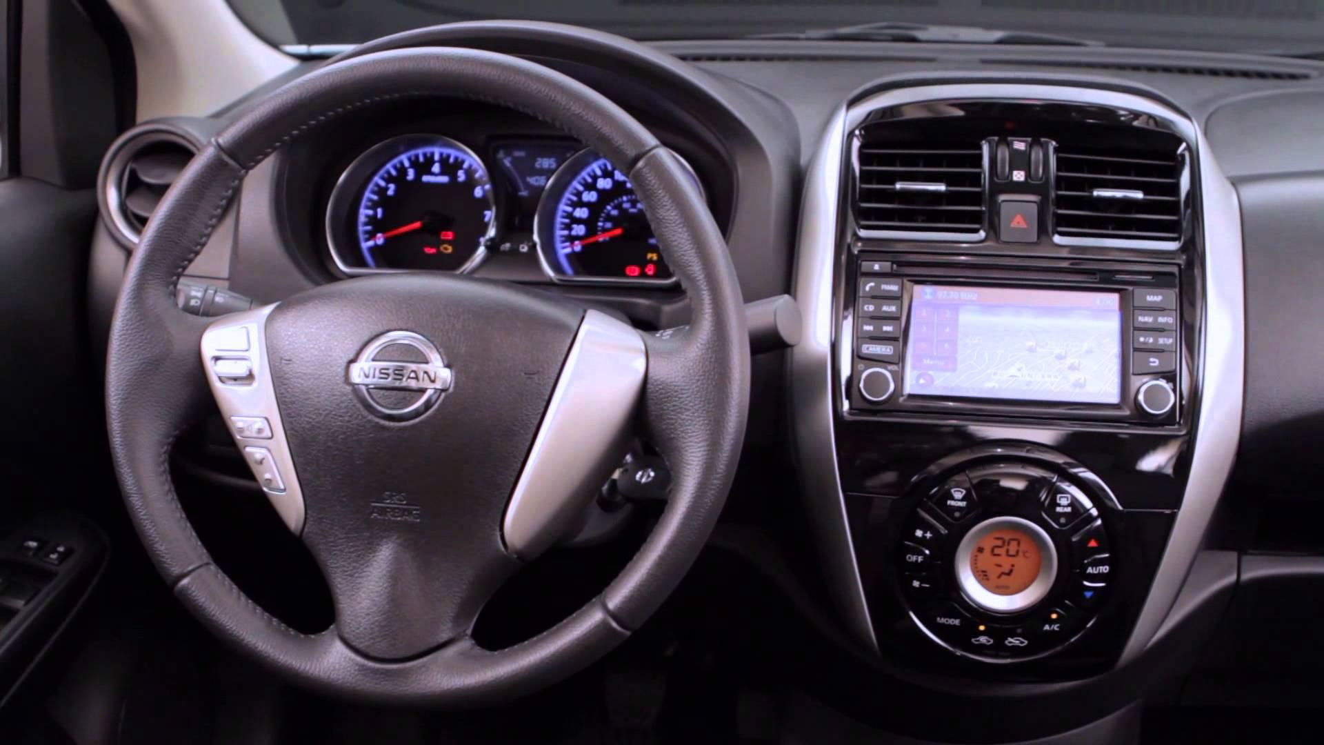 2016 Nissan Versa Photo 2